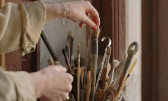 How to Clean Dried-Up Paintbrushes