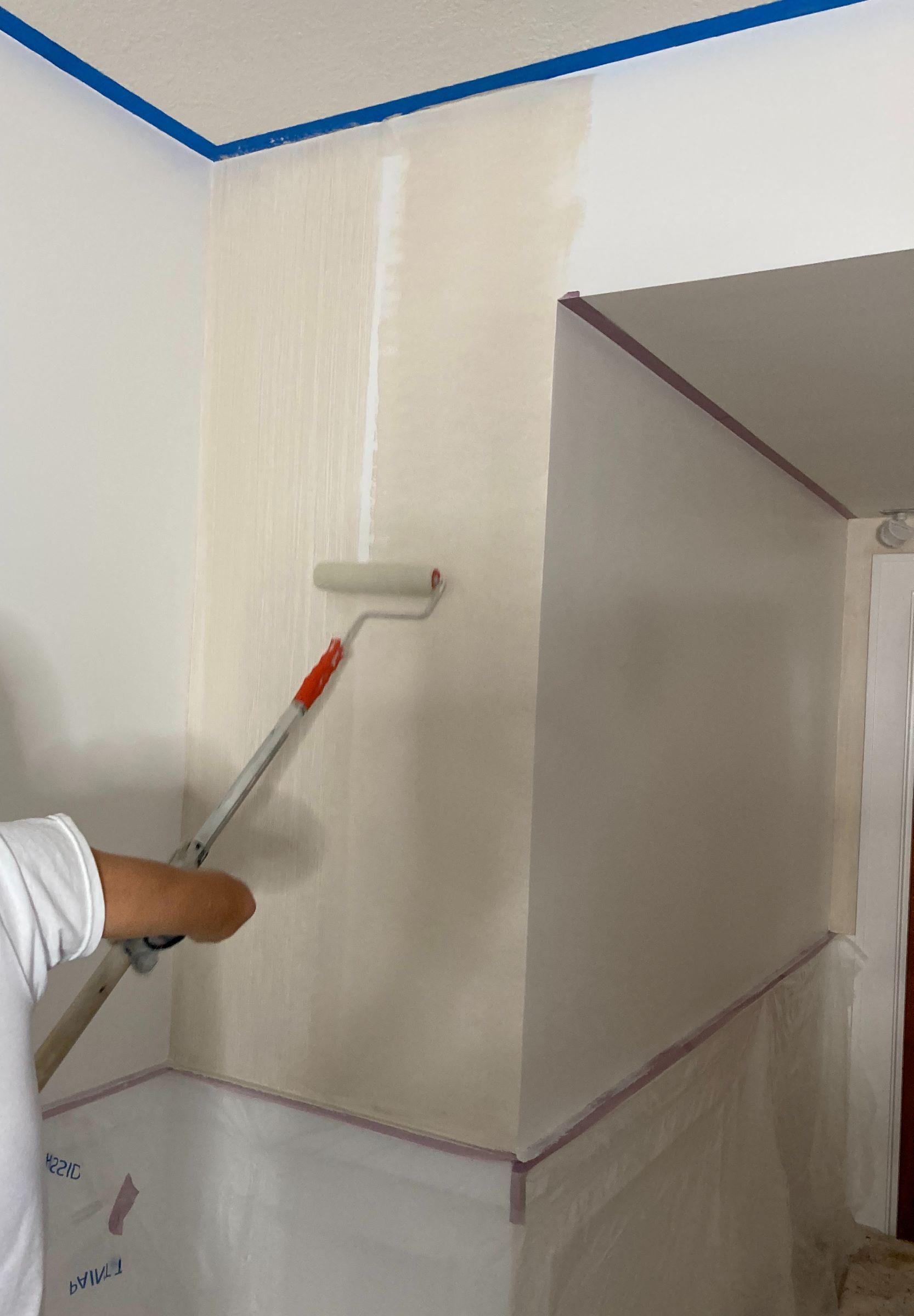 How to Paint a Striae Wall Faux Finish - ArtzyFartzyCreations.com