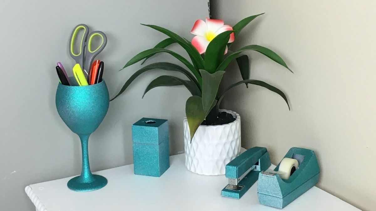 Learn how to paint Glitter office accessories in less than 3 minutes for as little as $12